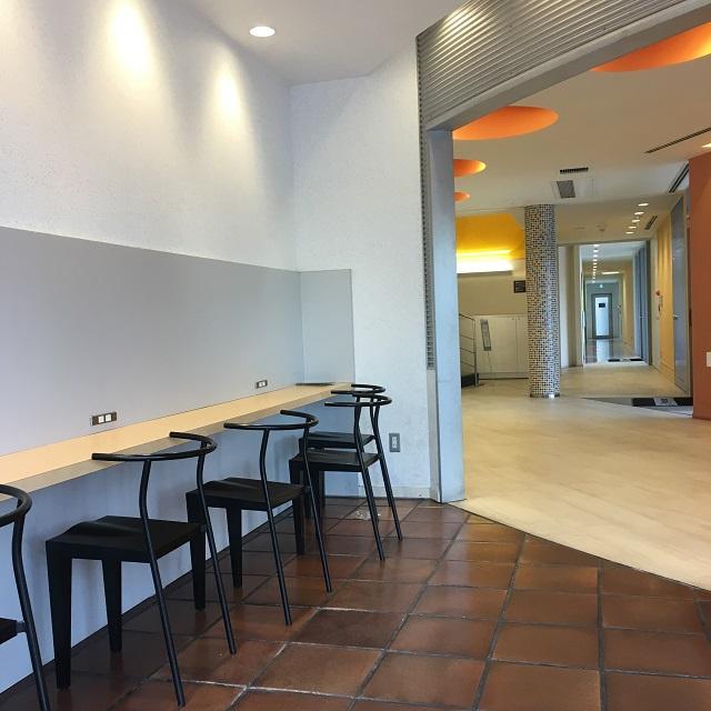 コヤマドライビングスクール1階カフェスペース