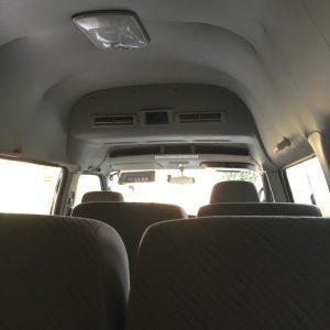 コヤマドライビングスクール送迎バス車内