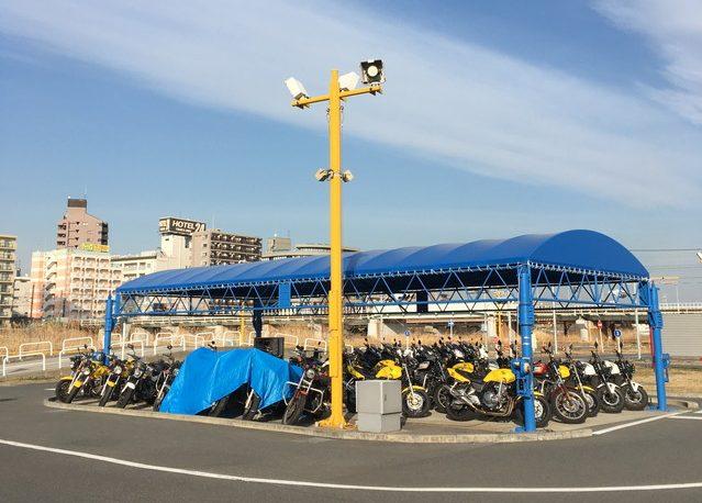 コヤマドライビングスクール横浜校のバイク置き場
