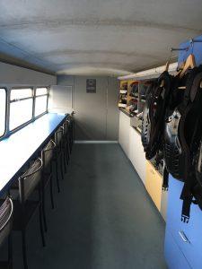 横浜校(※旧:綱島校)ロンドンバス2階